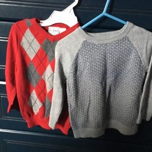 Two sweatshirts red and gray